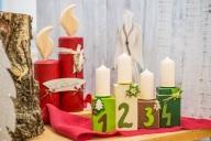 Ausstellungsstück mit Kerzen aus Holz