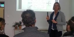 Bild Die Qualitätsmanagementbeauftragte erläutert den Prozess des Qualitätsmanagements