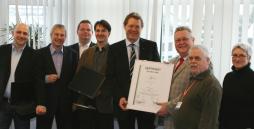 Die Abteilung Remarketing-Nord der Werkstätten Materialhof erhält für das Aufkaufen von PCs und Löschen von Festplatten das offizielle DEKRA-Zertifikat für Qualitätsmanagement nach ISO-Norm 9001:2008