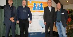 Der diesjährige Fachtag bescherte Einblicke in die mechanischen Wirkweisen zwischen Schule, Ausbildung und Beruf. TSBW-Chef Jürgen Vollrath-Naumann (l) und die drei Referenten Dr. Oliver Rien, Prof. Dr. Michael Schulte-Markwort und Jochen Baumgardt (v.l.n.r.).