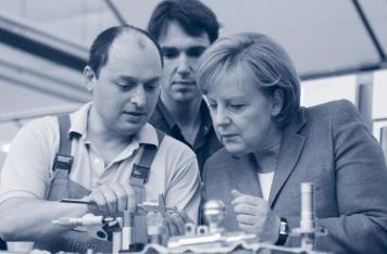 Bundeskanzlerin Merkel besucht im Rahmen ihrer Wirtschaftsreise im Juli di.hako.