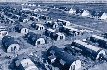 Hoffnung, die Nissenhütten hinter sich zu lassen, gab das Engagement des evangelischen Hilfswerkes in der Umsiedlungsstelle