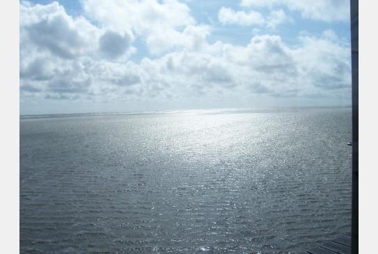 Sonne spiegelt sich im Wasser