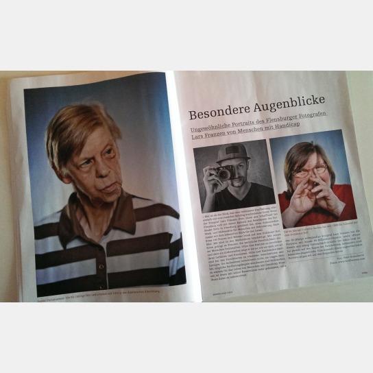 Blick auf eine Doppelseite im Magazin mit Fotos vo