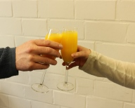 Ausbildung geschafft - mit Orangensaft wird angest
