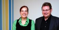 Jugendstadtrat Hr. Retzlaff (rechts), neben der Koordinatorin Fr. Lautenschläger, zu Besuch im FamilienLaden Adlershof