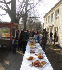 Großes Kuchenbuffet: Die Erzieherinnen backten für Eltern und Kinder Kuchen