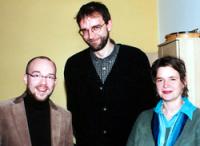 Untersuchen gemeinsam wirkungsorientierte Kontraktgestaltung in der Jugendhilfe (v.l.n.r.): Andreas Polutta (Uni Bielefeld), Matthias Kitzing (Bereichsleiter der DASI Berlin in Treptow-Köpenick) und Ulrike Eppinger (Jugendamt Treptow-Köpenick)