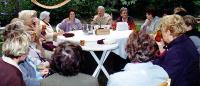 Geburtstagsstammtisch: Die ehemaligen Kita-Erzieherinnen sind gerne zur Feier gekommen