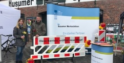 Lisa Hansen und Dieter Kurzke von den Husumer Werkstätten standen als Gesprächspartner zur Verfügung