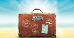 Ein Reisekoffer im Sonnenschein