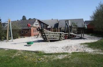 Der Mittelpunkt des Spielplatzes: das Spielschiff