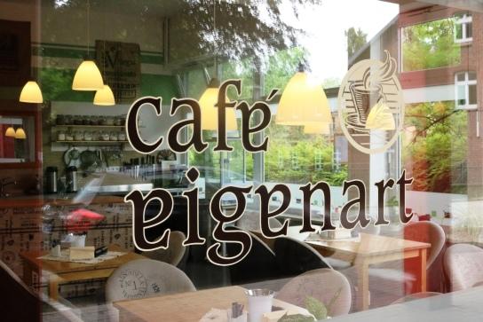 Ein Blick durchs Fenster in unser Café