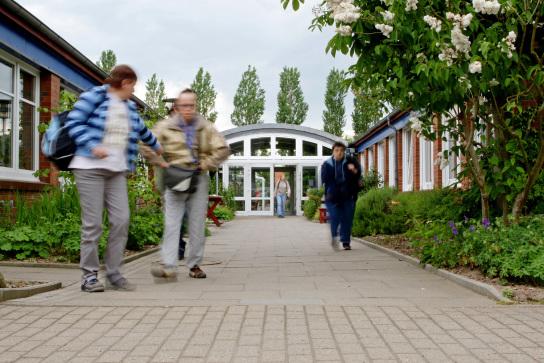 Der Eingangsbereich der Stormarner Werkstätten Bad Oldesloe.