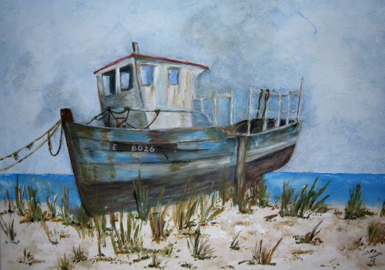 Hier ist ein Bild von einem gestrandeten Boot zu sehen