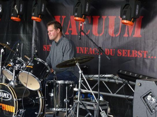 Wilcke am Schlagzeug