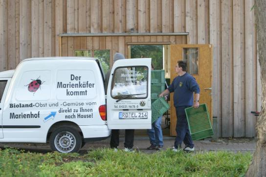 \Der Marienkäfer\ kommt mit der Gemüsekiste