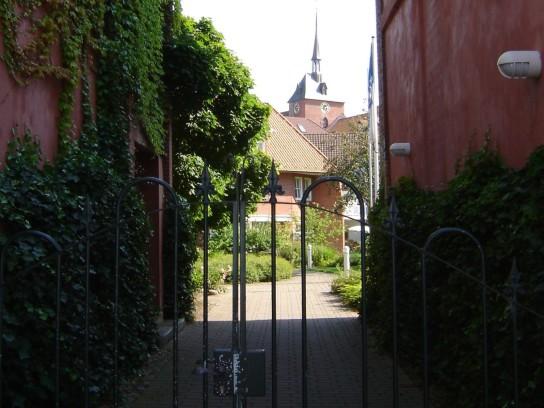 in der Mühlenstraße und zum Garten