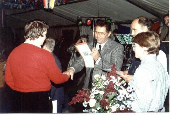 25 Jahre Holländerhof: Erst ehrt Einrichtungsleiter Alfred Becker langjährige Beschäftigte...