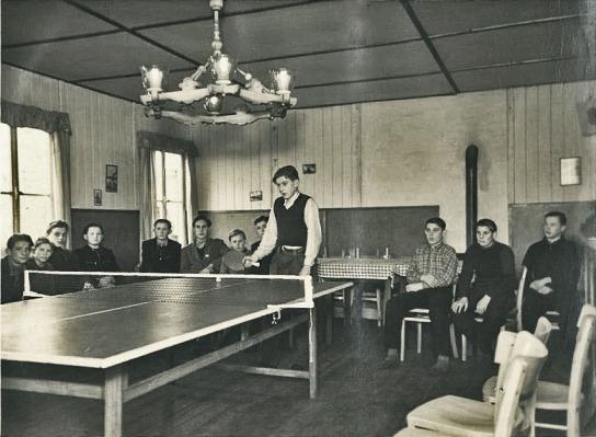 Das Einweihungsgeschenk der Norwegischen Europahilfe: die beliebte Tischtennisplatte
