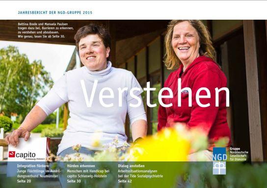 Das Titelbild des Jahresberichtes der NGD-Gruppe 2015 zeigt zwei lachende Frauen vor einem Gebäude