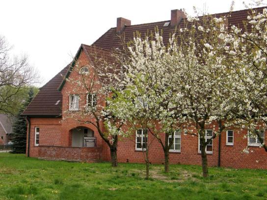 Eine Ansicht des schönen Bauernhauses