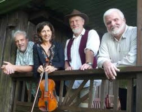 Die Folkmusik-Gruppe Hüttenfolk