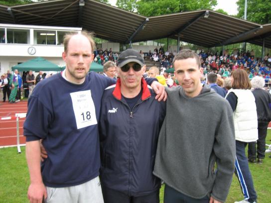 2 Wettkampfteilnehmer des Landessportfestes mit Ihrem Trainer