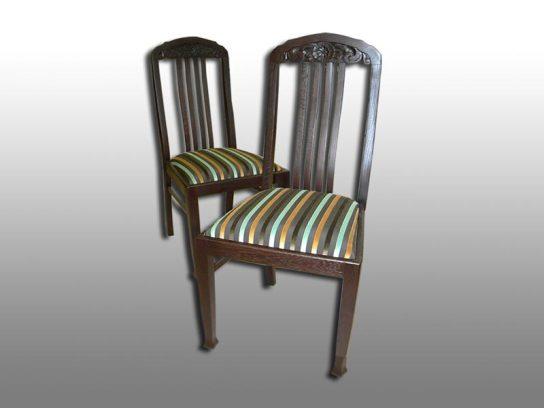 Eichenstühle: Aufgearbeitet und neu bezogen. Möbelstoff Romo-Cantello.