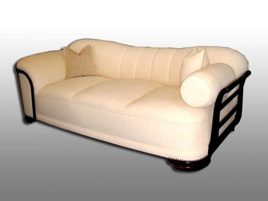 Stil Sofa. Komplett aufgearbeitet 2004.