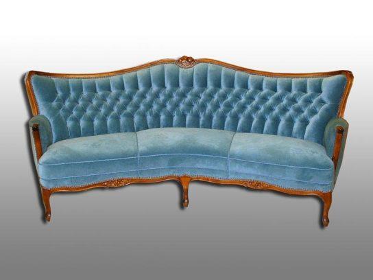 Edles Stilsofa mit Handheftung. Möbelstoff Velour. Aufgearbeitet 2003.