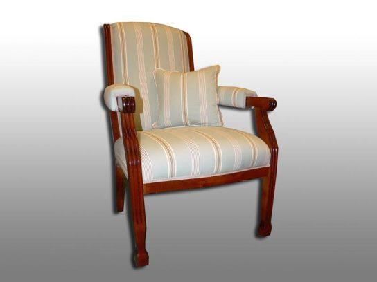 Stuhl mit abklappbarer Rückenlehne. Möbelstoff Romo-Stratton
