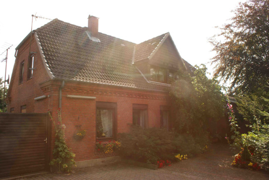Rotes Doppelwohnhaus