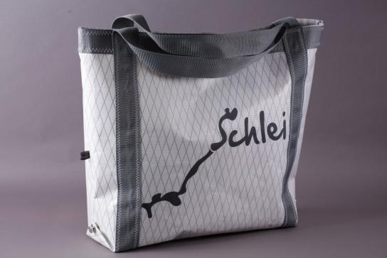 Strandtasche aus Segelstoff mit einem Aufdruck der Schleisilouette