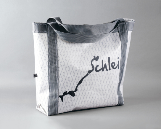 Eine große Tasche aus Segelstoff, mit dem Logo Sc