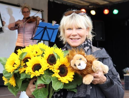 Werkstattleiterin Marita Kahn freut sich über die vielen Glückwünsche zum 20. Jubiläum der Werkstatt