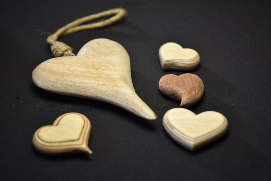 Herzen aus Holz