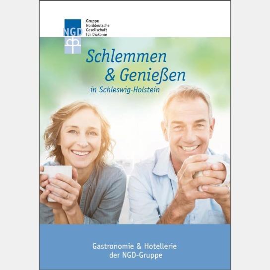 Titelblatt der Broschüre Schlemmen & Genießen in Schleswig-Holstein. Zu sehen ist ein lächelndes Paar mit Tassen in den Händen