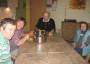 bei der Zubereitung des gemeinsamen Mittagessens