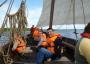 Die Beschäftigten der Schleswiger-Werkstätten an Bord der Sigyn im Fahrwasser der Schlei