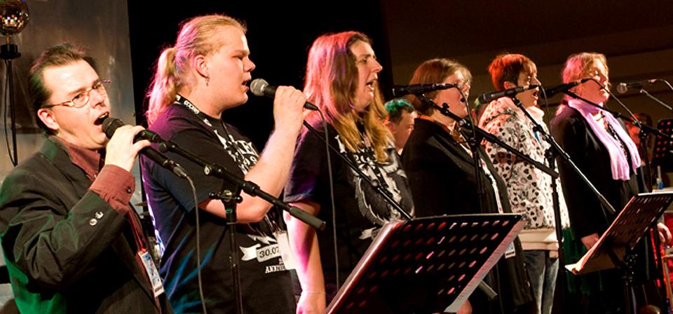 Bühnenauftritt Sechs Beschäftigte singen beim Mu