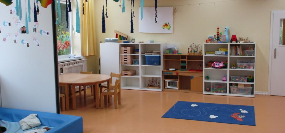 Ein aufgeräumter Raum in der Kindertagesstätte m